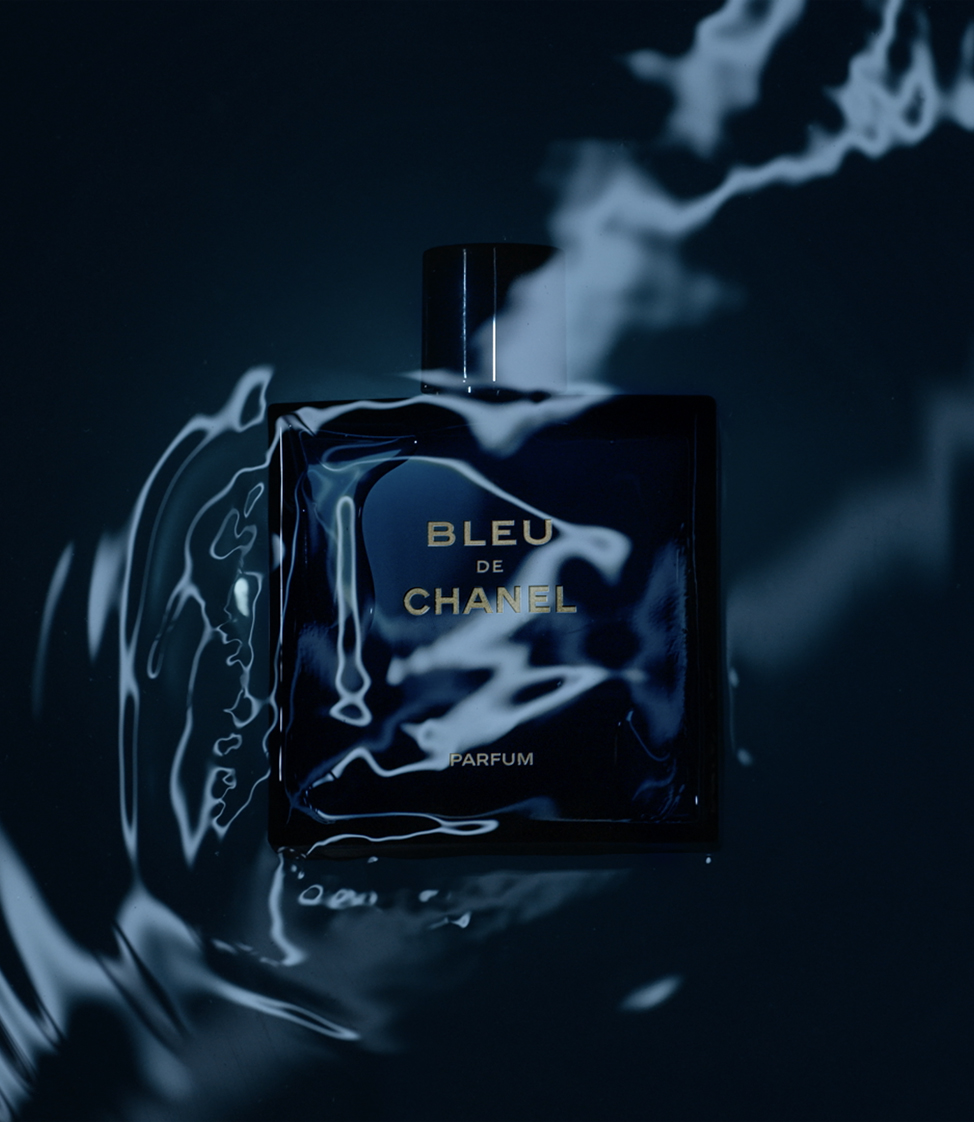 BLEU DE CHANEL. The fragrance of a man who refuses to be bound to rules.