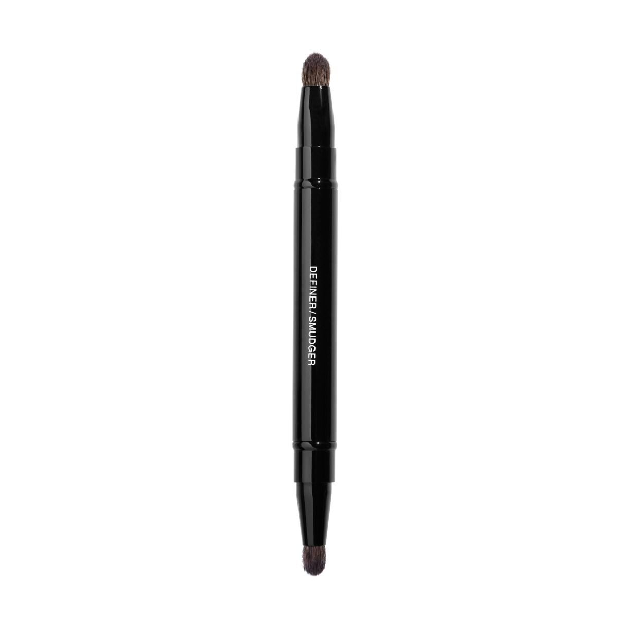 PINCEAU DUO CONTOUR YEUX RÉTRACTABLE RETRACTABLE DUAL-TIP EYE-CONTOURING BRUSH