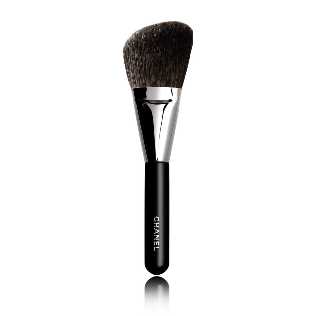 PINCEAU POUDRE ROND N°2 ANGLED POWDER BRUSH 1PCE